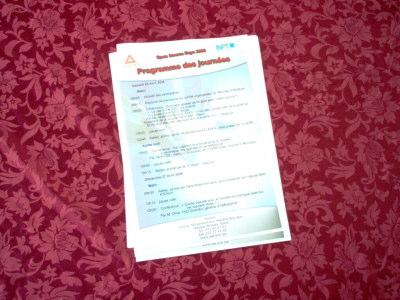 Feuille sur une table (programme) dans l'Open Source Days 2008