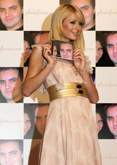 Paris Hilton qui présente l'album d'Achraf C.